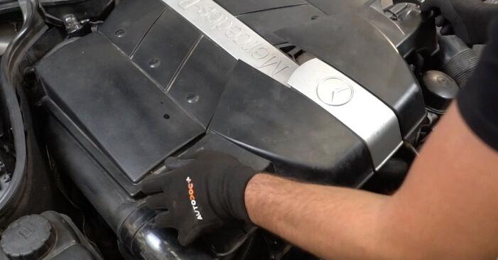 Mercedes W203 C 180 1.8 Kompressor (203.046) 2002 Air Filter replacement: free workshop manuals