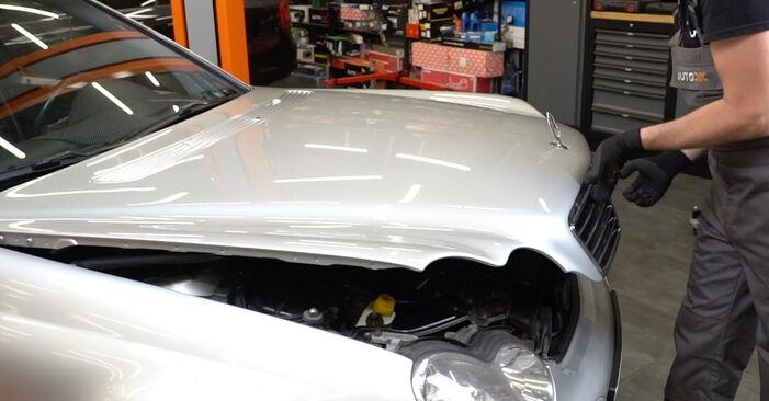 Как се сменя Филтър купе на Mercedes W203 2000 - безплатни PDF и видео уроци