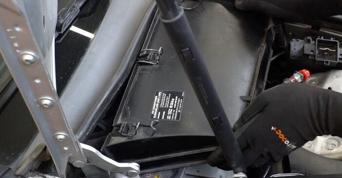 Как се сменя Филтър купе на MERCEDES-BENZ C-класа Седан (W203) C 200 CDI 2.2 (203.004) 2003 самостоятелно