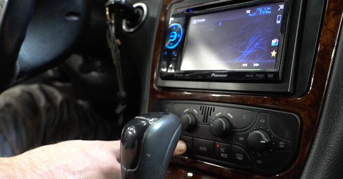 Как да сменим Филтър купе на MERCEDES-BENZ C-класа Седан (W203) 2005: свалете PDF наръчници и видео инструкции