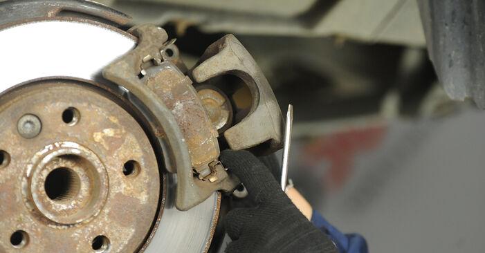 VW MULTIVAN 1.9 TDI Bremsscheiben ausbauen: Anweisungen und Video-Tutorials online