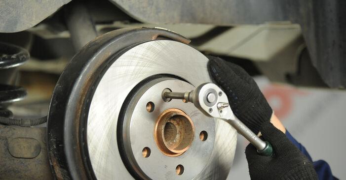 Wechseln Bremsscheiben am VW Multivan V (7HM, 7HN, 7HF, 7EF, 7EM, 7EN) 2.0 BiTDI 4motion 2006 selber