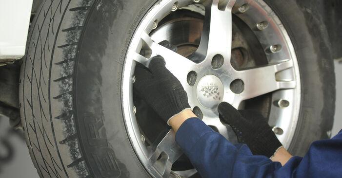 Bremsscheiben am VW Multivan V (7HM, 7HN, 7HF, 7EF, 7EM, 7EN) 2.5 TDI 4motion 2008 wechseln – Laden Sie sich PDF-Handbücher und Videoanleitungen herunter