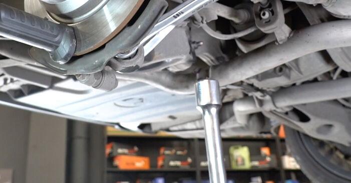 Mennyire nehéz önállóan elvégezni: Mercedes W211 E 320 CDI 3.0 (211.022) 2008 Lengőkar cseréje - töltse le az ábrákat tartalmazó útmutatót