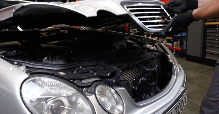 Jak vyměnit Brzdovy kotouc na Mercedes W211 2002 - bezplatné PDF a video návody