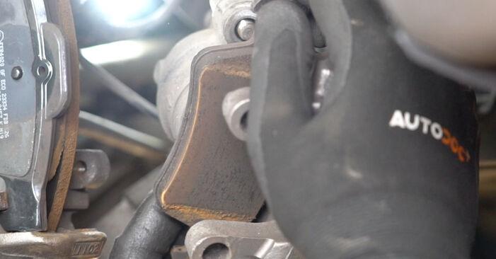 Jak vyměnit Brzdovy kotouc na MERCEDES-BENZ Třída E Sedan (W211) 2006 - tipy a triky