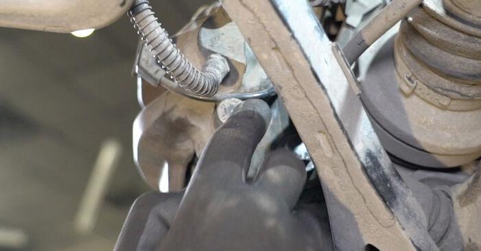 Jak vyměnit MERCEDES-BENZ Třída E Sedan (W211) E 220 CDI 2.2 (211.006) 2003 Brzdovy kotouc - návody a video tutoriály krok po kroku.