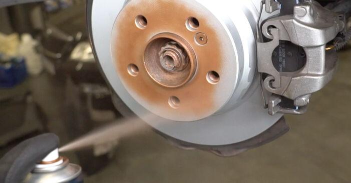 Jak vyměnit Brzdovy kotouc na MERCEDES-BENZ Třída E Sedan (W211) 2007: stáhněte si PDF návody a video instrukce.