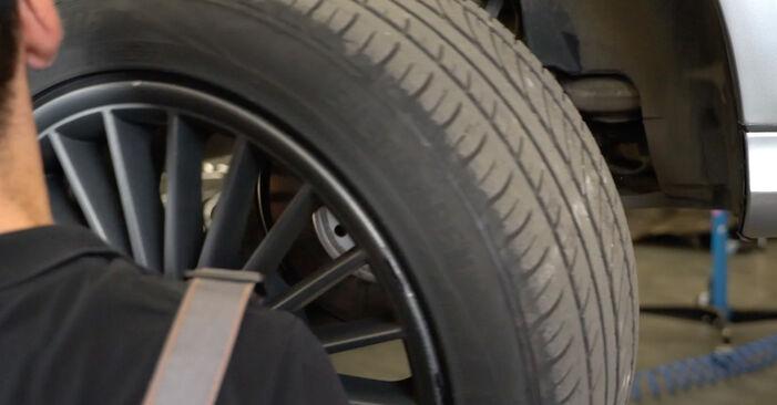 Jaké náročné to je, pokud to budete chtít udělat sami: Brzdovy kotouc výměna na autě Mercedes W211 E 320 CDI 3.0 (211.022) 2008 - stáhněte si ilustrovaný návod