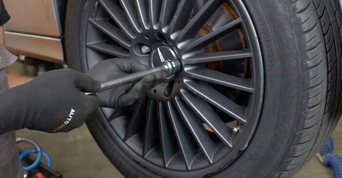 Ar sudėtinga pasidaryti pačiam: Mercedes W211 E 320 CDI 3.0 (211.022) 2008 Amortizatorius keitimas - atsisiųskite iliustruotą instrukciją