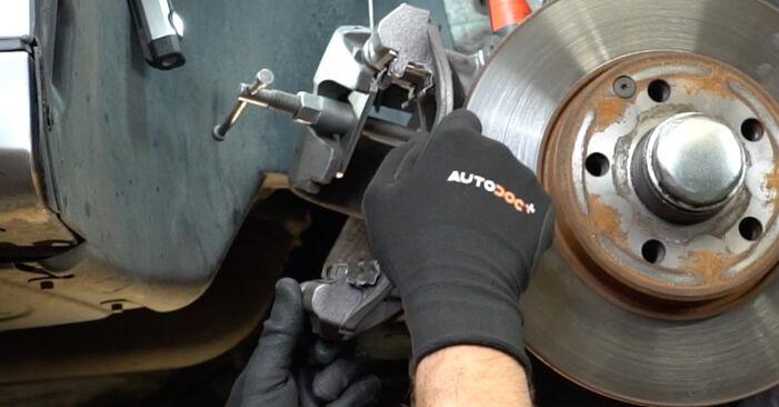 Bremsscheiben Mercedes W211 E 320 CDI 3.2 (211.026) 2004 wechseln: Kostenlose Reparaturhandbücher