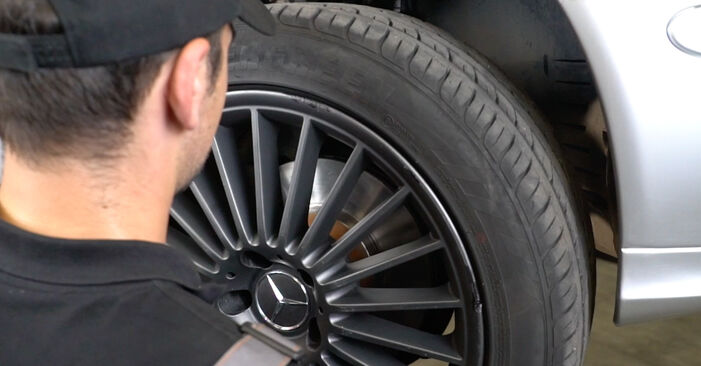 Wie MERCEDES-BENZ E-CLASS E 280 CDI 3.0 (211.020) 2006 Bremsscheiben ausbauen - Einfach zu verstehende Anleitungen online