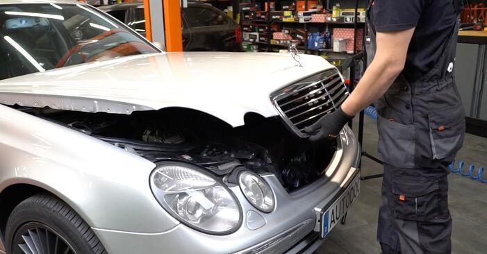 Смяна на Филтър купе на Mercedes W211 2004 E 220 CDI 2.2 (211.006) самостоятелно