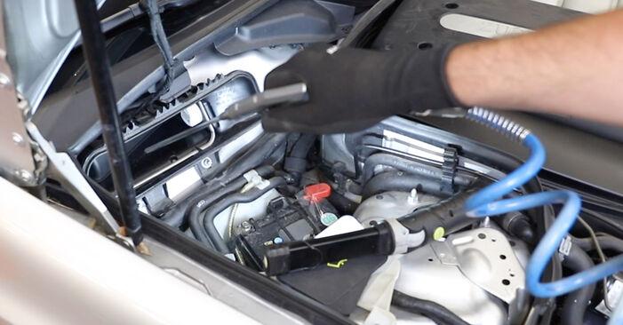 Как да сменим Филтър купе на MERCEDES-BENZ E-класа Седан (W211) 2007: свалете PDF наръчници и видео инструкции