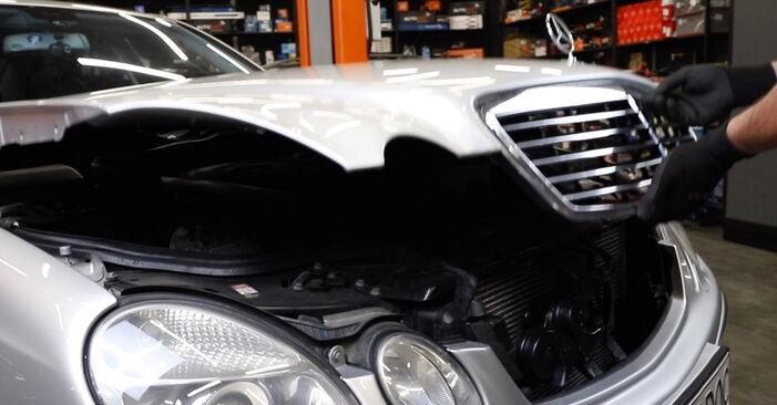 Hoe Mercedes W211 2002 Luchtfilter vervangen – kosteloze pdf-handleidingen en tutorials