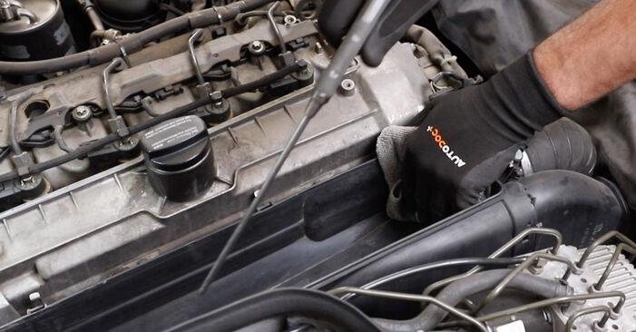 Luchtfilter zelf wisselen Mercedes W211 2004 E 220 CDI 2.2 (211.006)