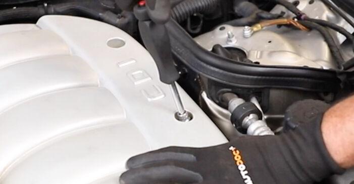 Mercedes W211 E 270 CDI 2.7 (211.016) 2004 Luchtfilter remplaceren: kosteloze garagehandleidingen