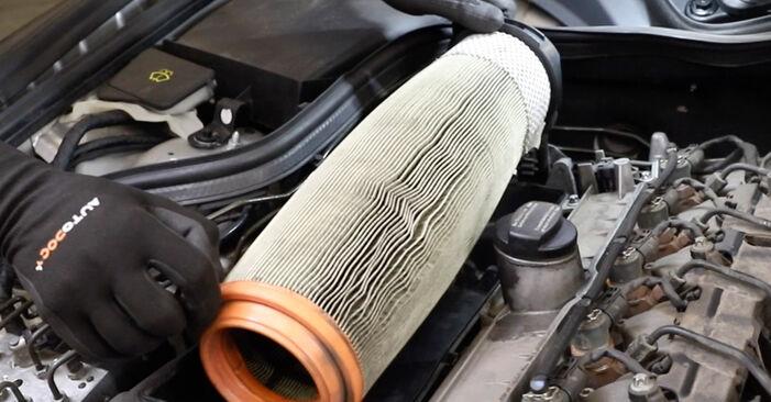Hoe lang duurt het wisselen van Luchtfilter Mercedes W211 2002 – informatieve pdf-gebruiksaanwijzing