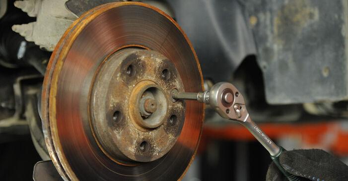 Kaip pakeisti VW Multivan V (7HM, 7HN, 7HF, 7EF, 7EM, 7EN) 2.5 TDI 2004 Stabdžių diskas - išsamios instrukcijos ir vaizdo pamokos