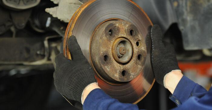 VW Multivan T5 2.0 TDI 2005 Stabdžių diskas keitimas: nemokamos remonto instrukcijos