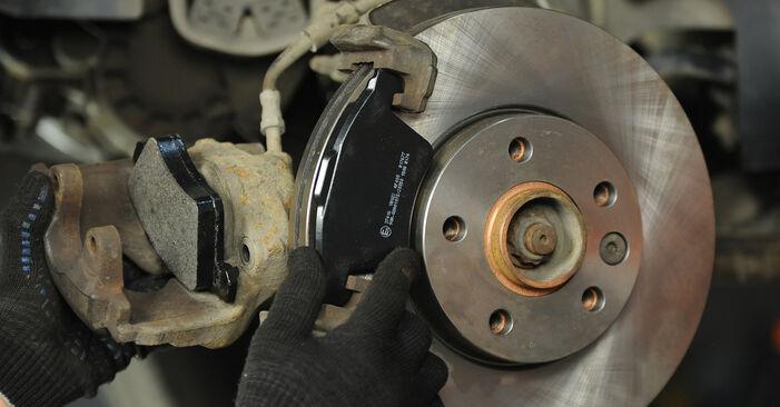 Kaip pakeisti VW Multivan V (7HM, 7HN, 7HF, 7EF, 7EM, 7EN) 2015 Stabdžių diskas - patarimai ir gudrybės