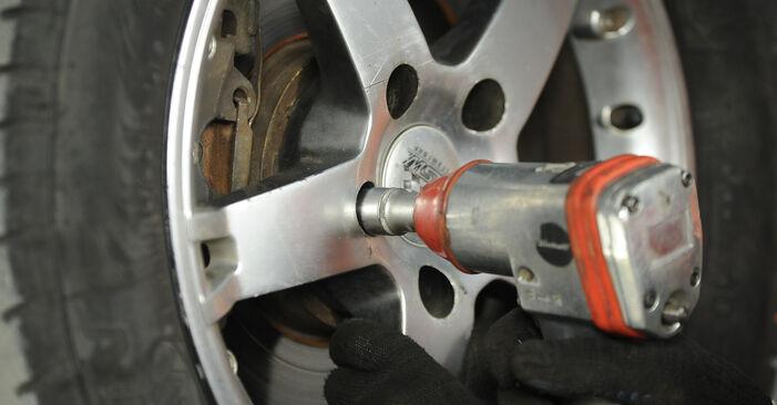 Kaip nuimti VW MULTIVAN 2.0 BiTDI 2007 Stabdžių diskas - nesudėtingos internetinės instrukcijos