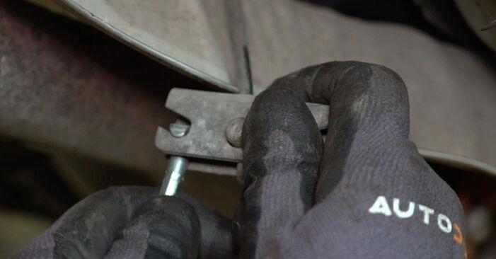 Schritt-für-Schritt-Anleitung zum selbstständigen Wechsel von Alfa Romeo 147 937 2002 1.9 JTDM 16V (937.AXN1B, 937.BXN1B) Handbremsseil