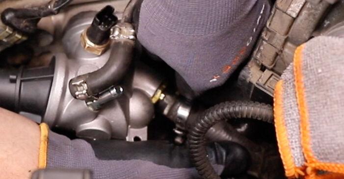 ALFA ROMEO 147 1.9 JTD (937.AXF1A, 937.BXF1A) Thermostat ausbauen: Anweisungen und Video-Tutorials online