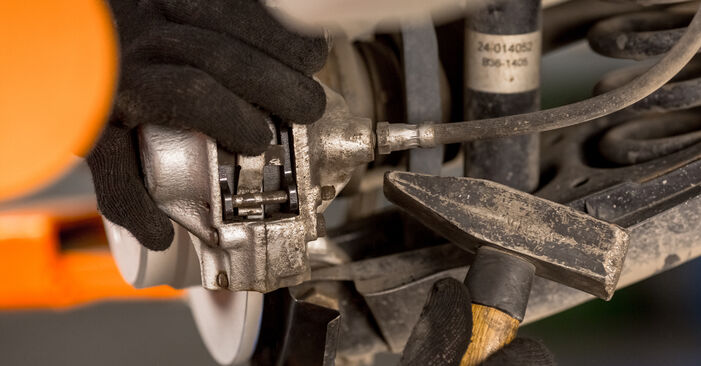 Schritt-für-Schritt-Anleitung zum selbstständigen Wechsel von Mercedes W201 1983 D 2.5 (201.126) Bremsbeläge