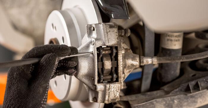 Wie schwer ist es, selbst zu reparieren: Bremsbeläge Mercedes W201 E 2.3 (201.028) 1988 Tausch - Downloaden Sie sich illustrierte Anleitungen
