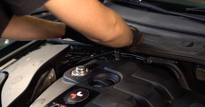 VW PASSAT 1.9 TDI Utastér levegő szűrő cseréje: online leírások és videó-útmutatók