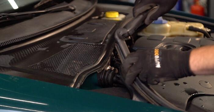 VW PASSAT Variant (3B6) 1.9 TDI 2001 Utastér levegő szűrő csere – minden lépést tartalmazó leírások és videó-útmutatók