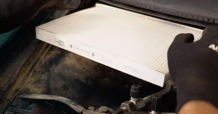 Utastér levegő szűrő VW PASSAT Variant (3B6) 2005 csere - töltsön le PDF útmutatókat és utasításokat tartalmazó videókat