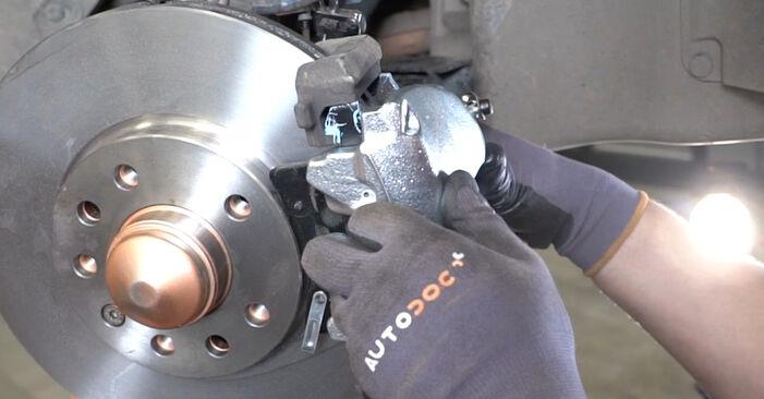 Wie Bremssattel OPEL Astra H Limousine (A04) 1.7 CDTi (L69) 2001 austauschen - Schrittweise Handbücher und Videoanleitungen