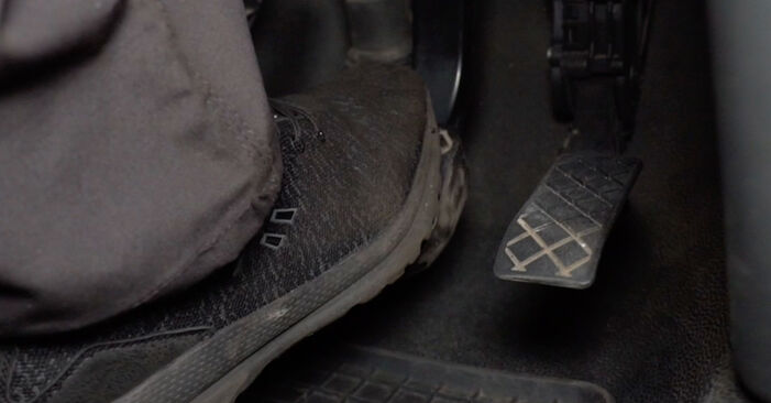 Tausch Tutorial Bremssattel am OPEL Astra H Limousine (A04) 2002 wechselt - Tipps und Tricks