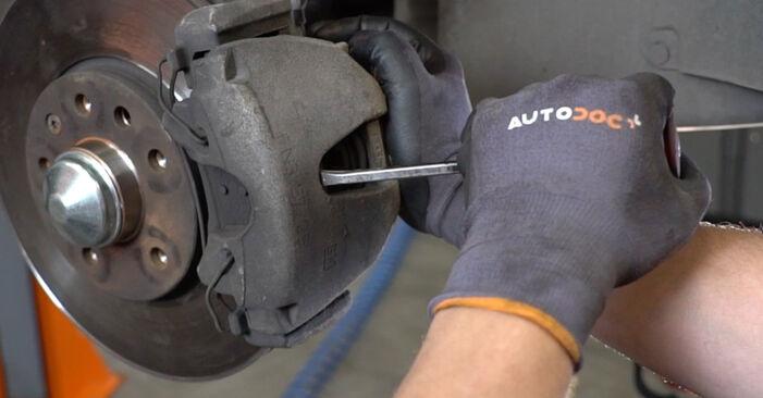 Bremssattel am OPEL Astra H Limousine (A04) 1.4 (L69) 2005 wechseln – Laden Sie sich PDF-Handbücher und Videoanleitungen herunter