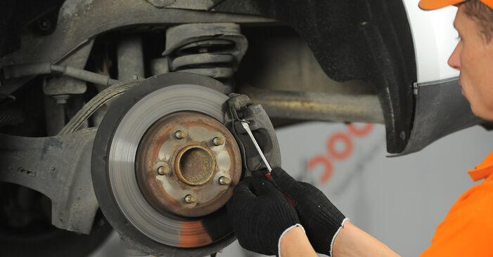 Bremsscheiben am FORD Focus II Limousine (DB_, FCH, DH) 2.0 2010 wechseln – Laden Sie sich PDF-Handbücher und Videoanleitungen herunter