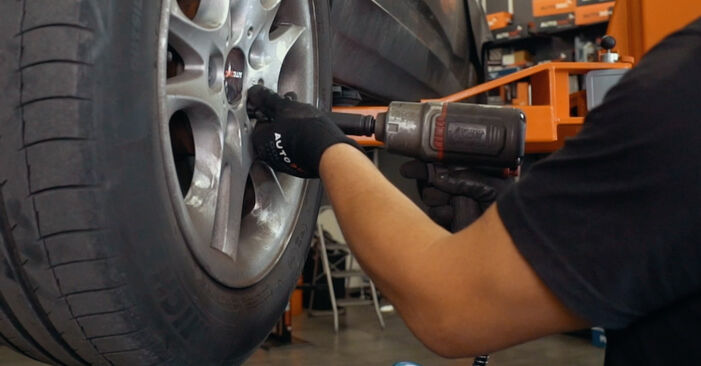 BMW X3 2.0 d Strut Mount replacement: online guides and video tutorials