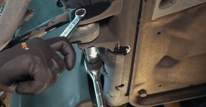 Wechseln Stoßdämpfer am BMW X3 (E83) 3.0 i xDrive 2006 selber