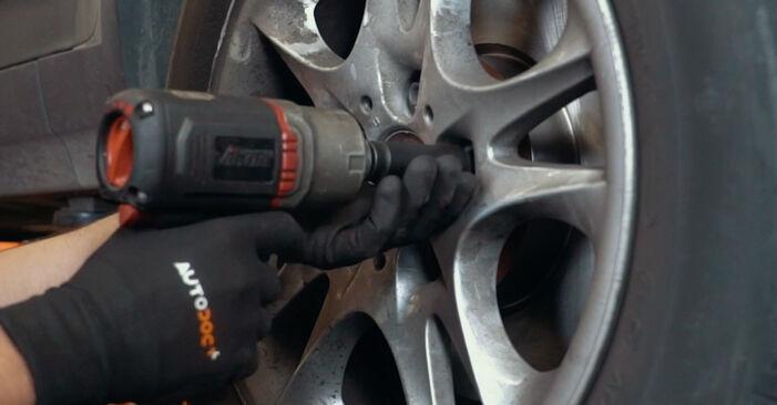Wie schwer ist es, selbst zu reparieren: Stoßdämpfer BMW X3 E83 2.0 i 2009 Tausch - Downloaden Sie sich illustrierte Anleitungen