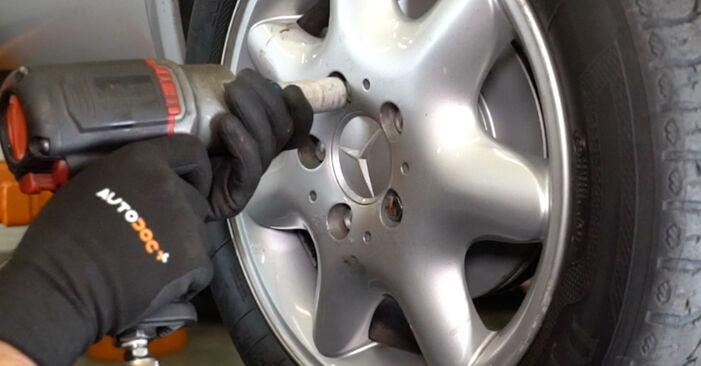 Substituindo Rolamento da Roda em Mercedes W168 1999 A 140 1.4 (168.031, 168.131) por si mesmo