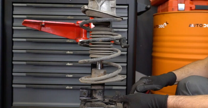 Stoßdämpfer am MERCEDES-BENZ A-Klasse (W168) A 140 1.6 (168.031, 168.131) 2002 wechseln – Laden Sie sich PDF-Handbücher und Videoanleitungen herunter