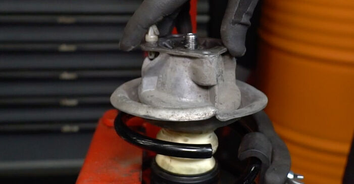 Stoßdämpfer Mercedes W168 A 160 1.6 (168.033, 168.133) 1999 wechseln: Kostenlose Reparaturhandbücher