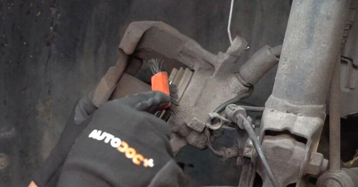 MERCEDES-BENZ A-CLASS A 190 Twin Engine Bremsscheiben ausbauen: Anweisungen und Video-Tutorials online