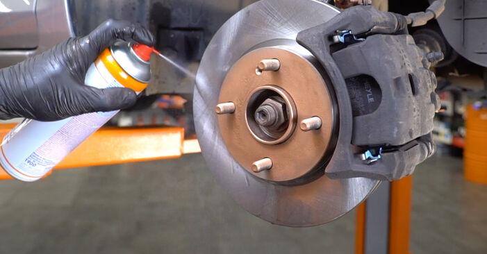 Bremsbeläge Ihres Ford Focus mk2 Limousine 1.6 TDCi 2013 selbst Wechsel - Gratis Tutorial