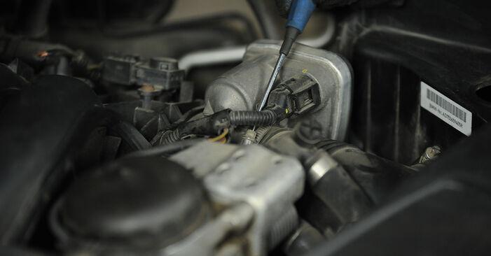 Quão difícil é efetuar a substituição de Filtro de Ar no BMW E90 325d 3.0 2010 por si mesmo - descarregue o guia ilustrado