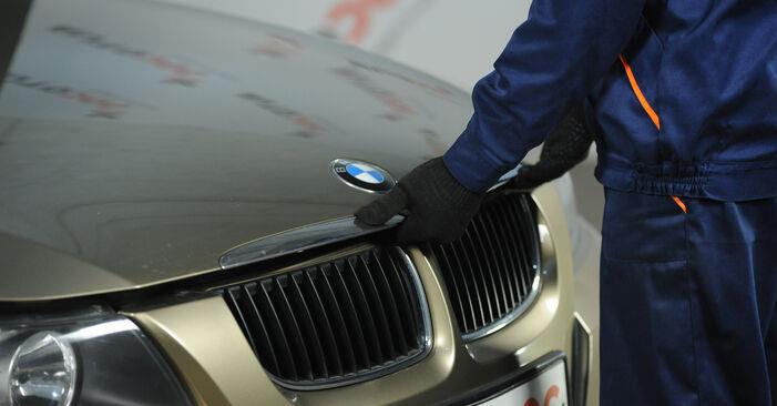 Wie Innenraumfilter BMW E90 320d 2.0 2004 tauschen - Kostenlose PDF- und Videoanleitungen