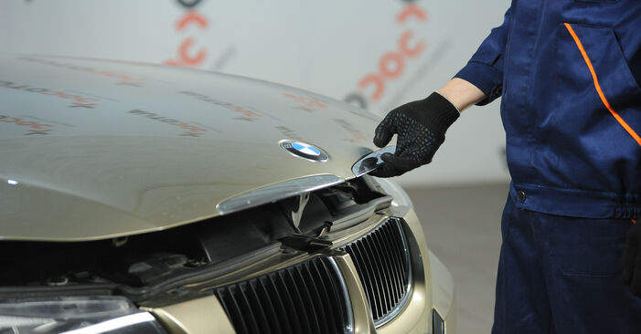 Austauschen Anleitung Innenraumfilter am BMW E90 2006 320d 2.0 selbst