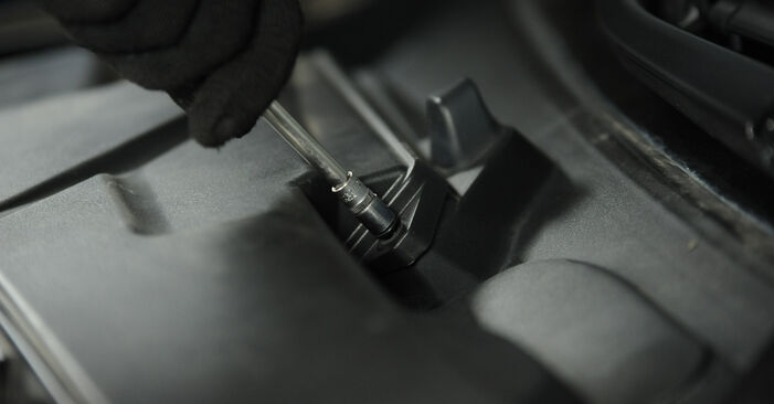Wie Innenraumfilter BMW 3 Limousine (E90) 320i 2.0 2005 austauschen - Schrittweise Handbücher und Videoanleitungen