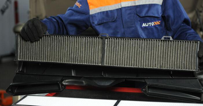 Innenraumfilter am BMW 3 Limousine (E90) 330d 3.0 2009 wechseln – Laden Sie sich PDF-Handbücher und Videoanleitungen herunter